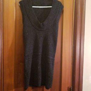 BCBG MAX AZRIA sleeveless sweater tunic  size M